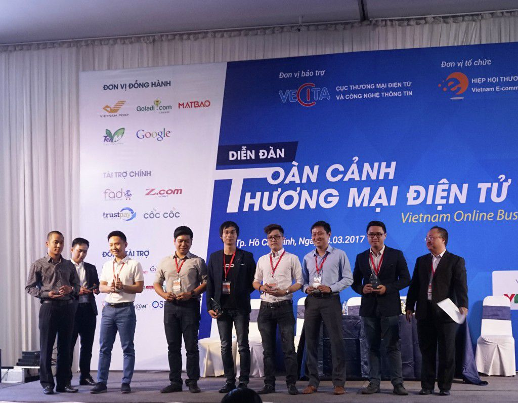 Gimasys nhận kỹ niệm chương tại Diễn đàn toàn cảnh thương mại điện tử Việt Nam